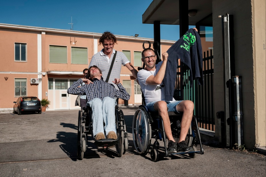 Andrea, Alberico and Davide are seen leaving the prison in Chieti after meeting with 48-year-old fibromyalgia patient Fabrizio Pellegrini who was arrested for the possession of five cannabis plants. Chieti, Italy 2016. © Matteo Bastianelli