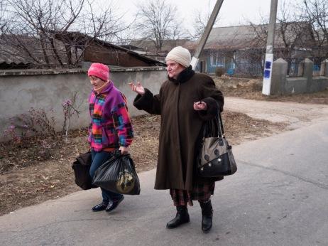 Two women coming back home. Doroţcaia, Moldova 2014. © Matteo Bastianelli