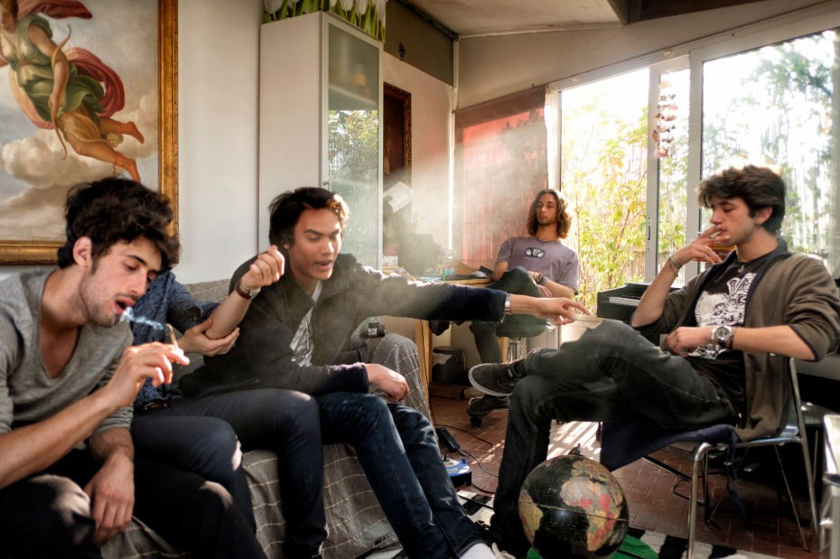 A group of friends smoke cannabis for recreational purposes. According to the 2016 annual report of the European Monitoring Centre for Drugs and Drug Addiction, 83 million Europeans have used cannabis at least once in their life. Rome, Italy 2017. © Matteo Bastianelli